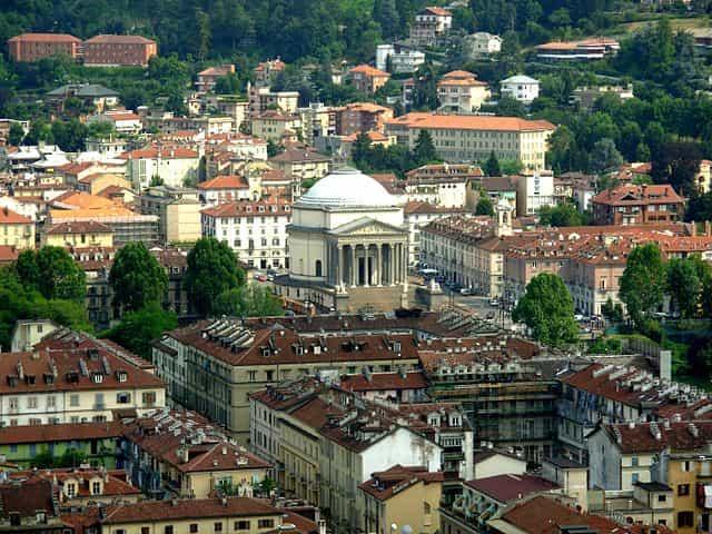 """Vi raccontiamo la """"città magica"""" di Torino"""